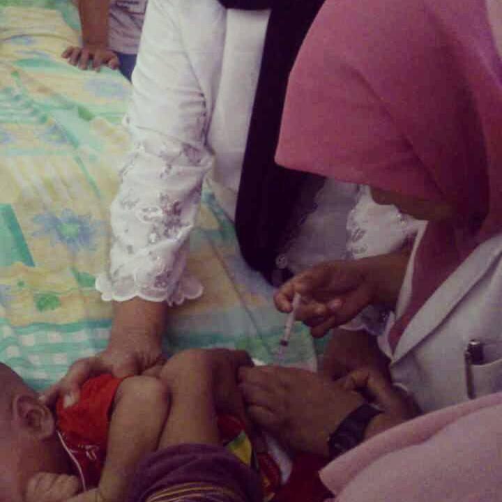 Imunisasi campak di Posyandu Hangtuah